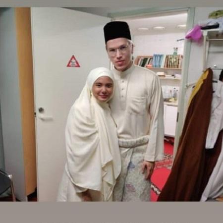 Pakai Peci & Sarung, Ini Gaya Topson di Upacara Pernikahannya