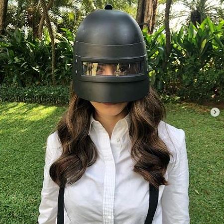 Pevita Gunakan Helm PUBG, Sinyal Kuat Hadir di PINC?