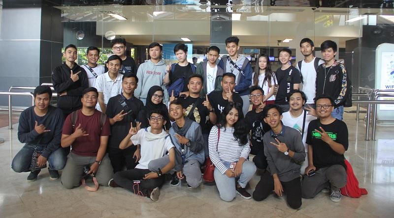 Hadir di Bandara, Fans EVOS Esports dan RRQ Hoshi Beri Dukungan Moril!