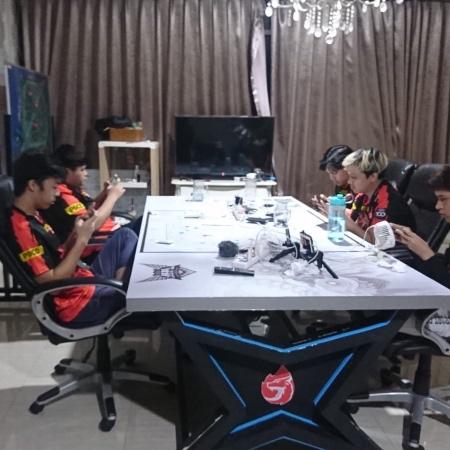 AURA Fire Ungguli Geek Fam, Asa Ke Playoff Terbuka Lebar!