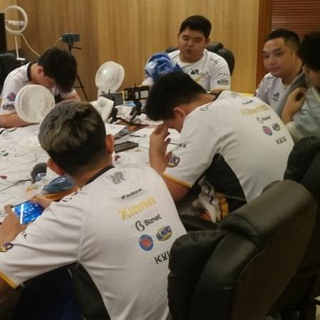Menang El Classico MPL S8, VYN Ingatkan Fans Tidak Jatuhkan Tim Lawan