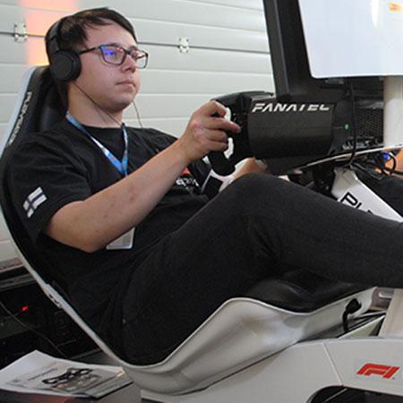 Pembalap 'Jet Darat' Online Siap Berpacu di F1 Esports Series!