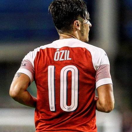 Rekrut Gamer FIFA 19 dari Asia, Mesut Ozil Perkuat M10eSports!