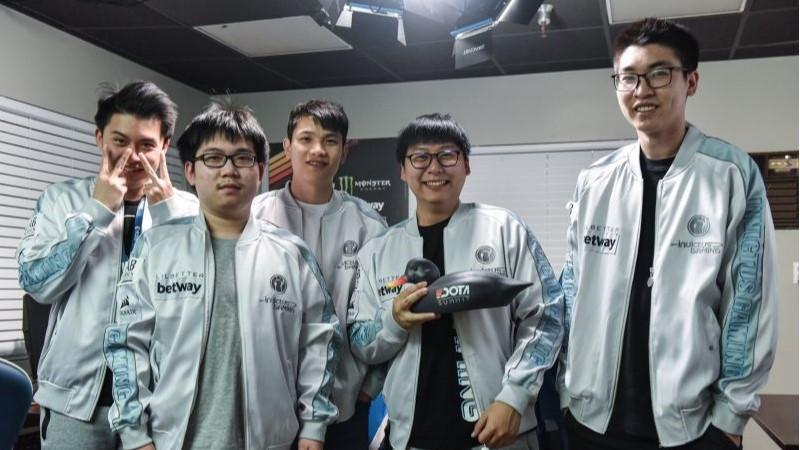 Invictus Gaming Berhasil Menjadi Juara DOTA Summit 11