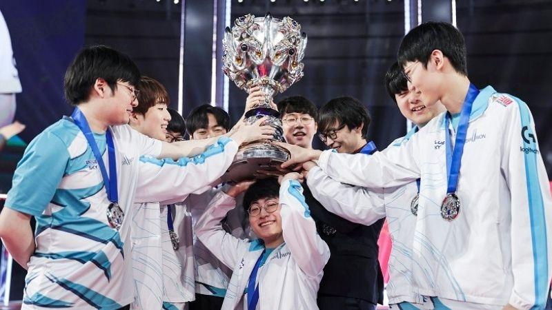 Final Sengit LOL Worlds 2020 Bawa Damwon Jadi Juara Dunia!