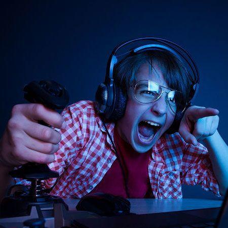 Perhatikan dan Hindari Efek Berbahaya Main Game Terlalu Lama